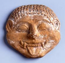 Universität Leipzig, Antikenmuseum (PUNCTUM - Peter Franke): Kopf der Gorgo aus Terrakotta